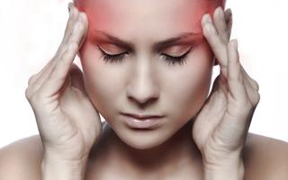 что делать когда высокое давление и очень сильно болит голова